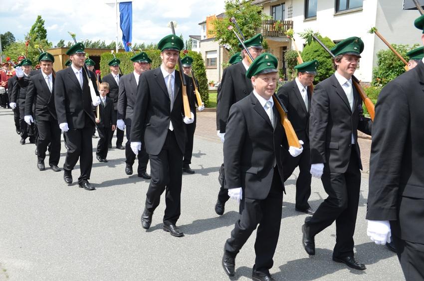 http://www.vitus-gemeinde.de/galerien/cache/vs_07%202012_05%20Sch%FCtzenfest:%20Festumz%FCge%20(23.-24.06.2012)_umzug__sa__086.jpg