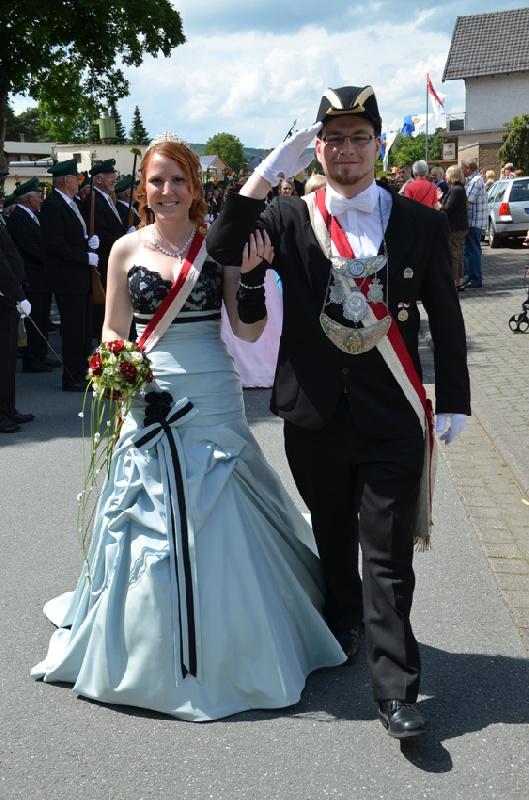 http://www.vitus-gemeinde.de/galerien/cache/vs_07%202012_05%20Sch%FCtzenfest:%20Festumz%FCge%20(23.-24.06.2012)_umzug__sa__100.jpg