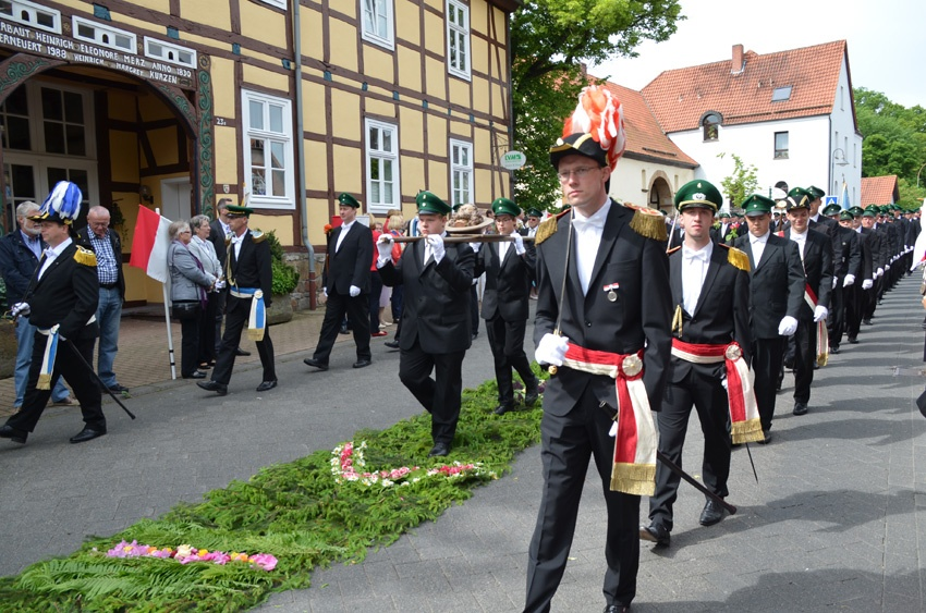 http://www.vitus-gemeinde.de/galerien/cache/vs_08%202013_05%20Vitusprozession%20(16.06.2013)_vitus__11.jpg