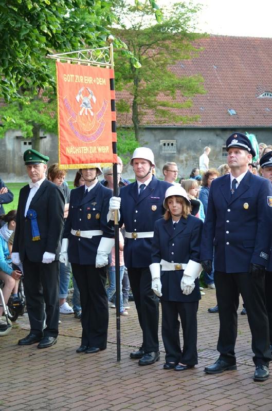 http://www.vitus-gemeinde.de/galerien/cache/vs_08%202013_06%20Sch%FCtzenfest:%20Zapfenstreich%20(21.06.2013)_zapfenstreich__20.jpg