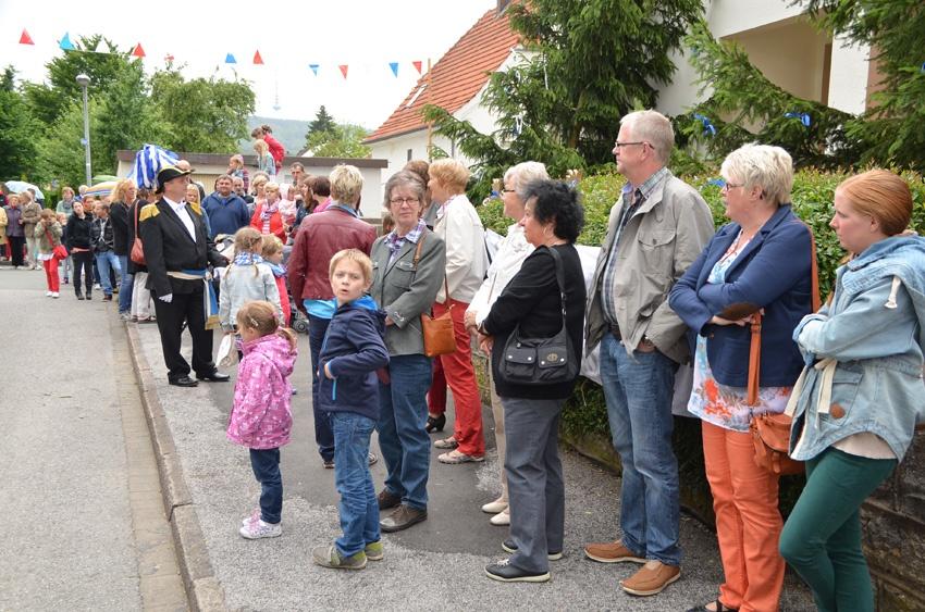 http://www.vitus-gemeinde.de/galerien/cache/vs_09%202014_07%20Sch%FCtzenfest%20Festumz%FCge%20(21.-22.06.2014)_umzug__sa__024.jpg