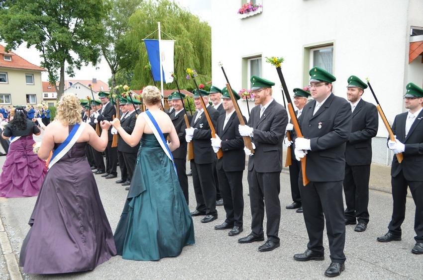 http://www.vitus-gemeinde.de/galerien/cache/vs_09%202014_07%20Sch%FCtzenfest%20Festumz%FCge%20(21.-22.06.2014)_umzug__sa__037.jpg
