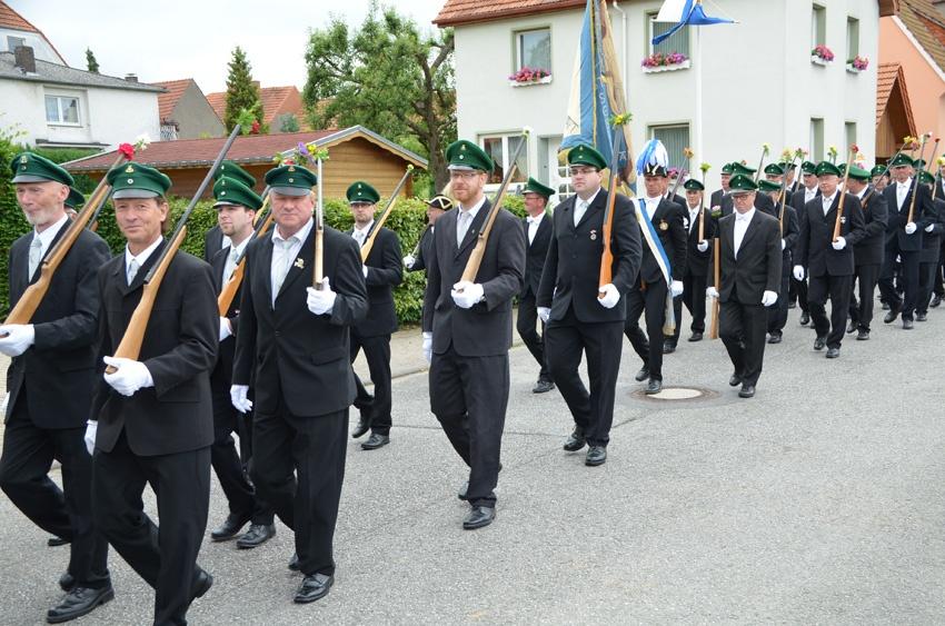 http://www.vitus-gemeinde.de/galerien/cache/vs_09%202014_07%20Sch%FCtzenfest%20Festumz%FCge%20(21.-22.06.2014)_umzug__sa__077.jpg