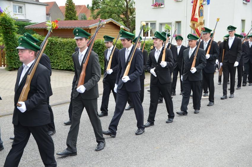 http://www.vitus-gemeinde.de/galerien/cache/vs_09%202014_07%20Sch%FCtzenfest%20Festumz%FCge%20(21.-22.06.2014)_umzug__sa__086.jpg